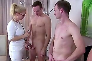 Nackt musterung Nackt bei
